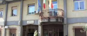 CAMPOBELLO, BRUCIANO PORTONE DI CASA A DIPENDENTE COMUNALE